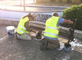 Operarios realizando labores de adecentamiento en el parque de La Soledad