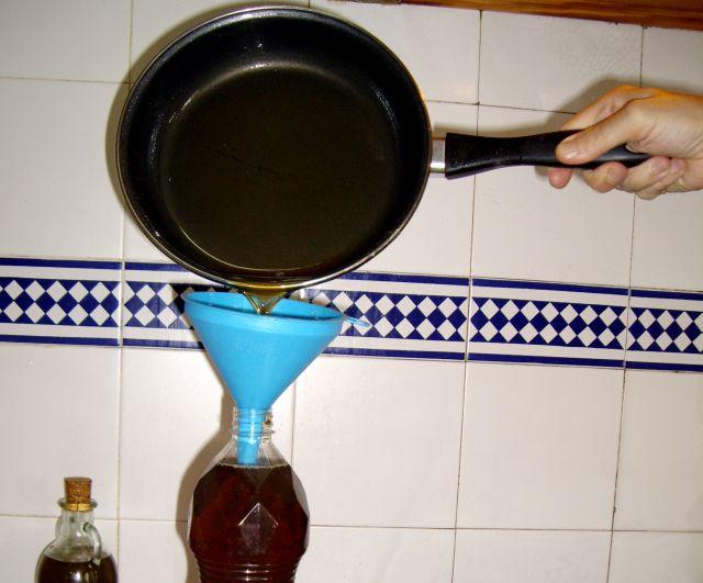 La recogida de aceite de cocina en el municipio aumentó en el primer trimestre casi en 700 litros con respecto al mismo periodo de 2009